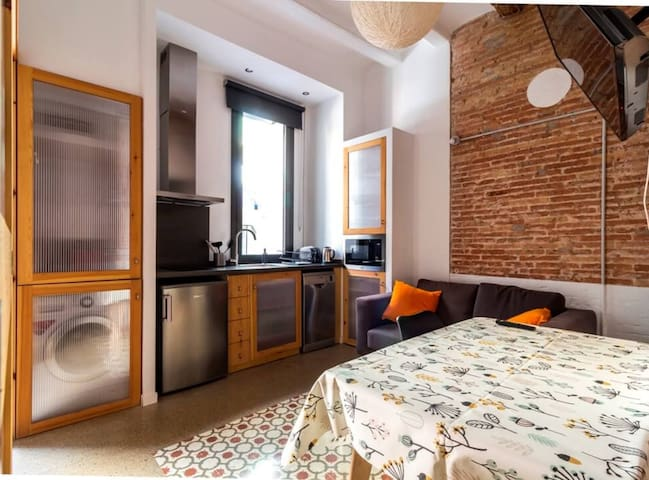 Cozy apartment next to Plaza España - By Barcelona Touch Apartments