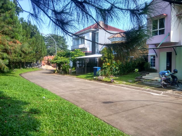 Jungle Highland Family Villa - Bogor  - Huis