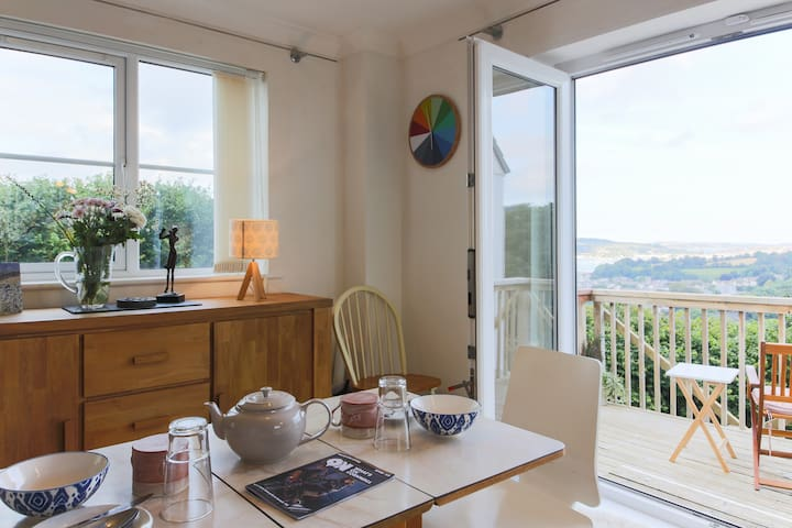 Peaceful room with private deck and garden access - Penryn
