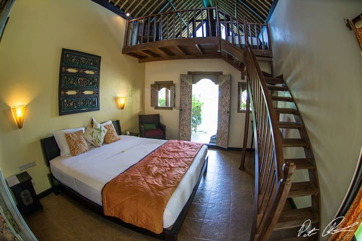Amed Cottage just steps to the beach & corals ! - Abang - Bungalow