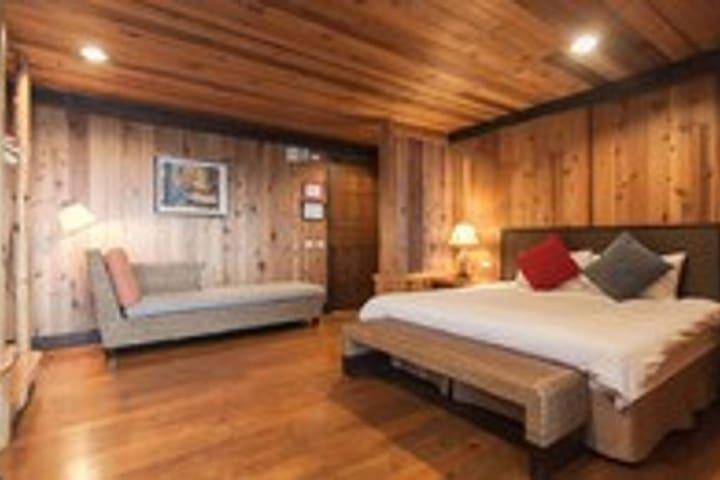 頂級大床房(Queen size bed room)