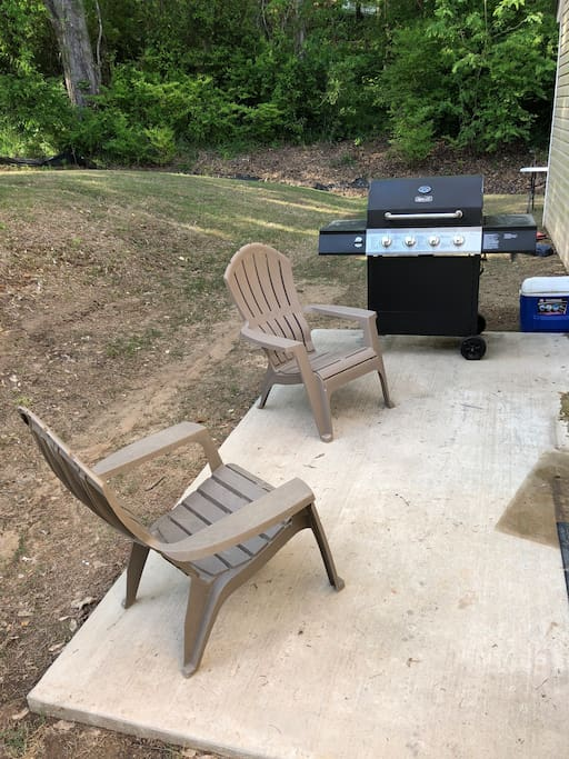 Side patio with propane grill