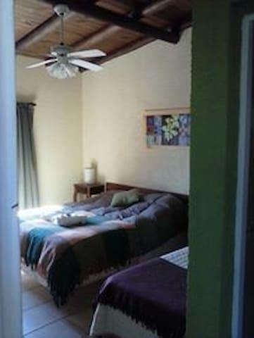 Habitacion triple...cama matrimonial y cama simple .