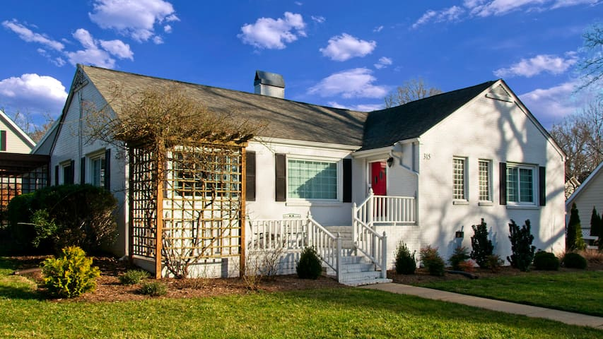 Private Cary House 3BR 2BA Sleeps 6 in Downtown