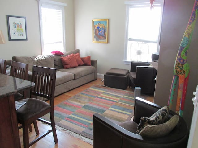 Southie/Seaport: Comfy bedroom, with private bath - Boston