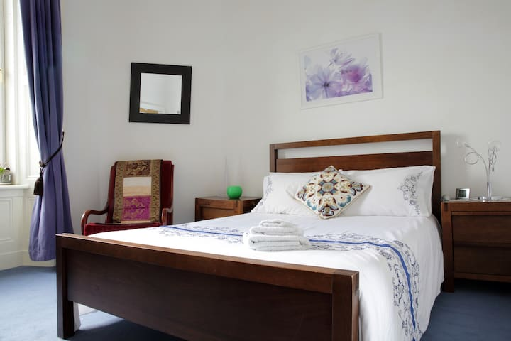 Bright Victorian 2 double bedrooms
