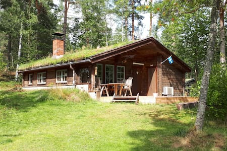 Timberhouse near beautiful lake Sommen
