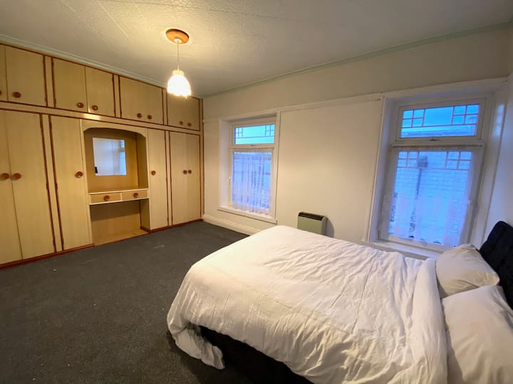 Private Clean Large Room In Hull City Centre