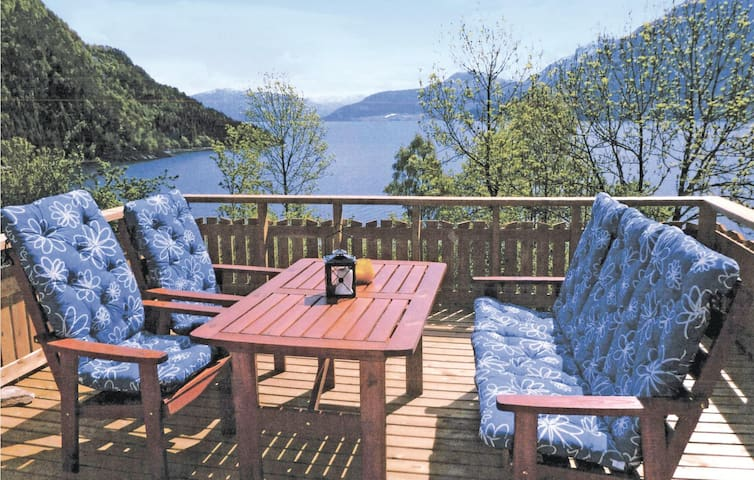 Holiday cottage with 3 bedrooms on 60 m² in Nordfjordeid