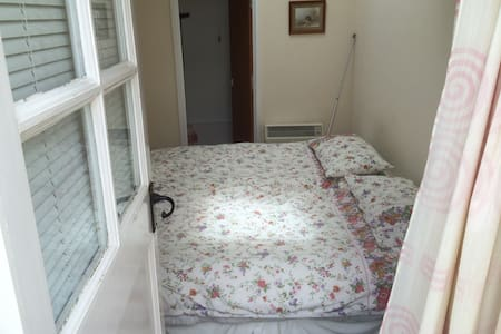 Self contained twin bedded annexe - House