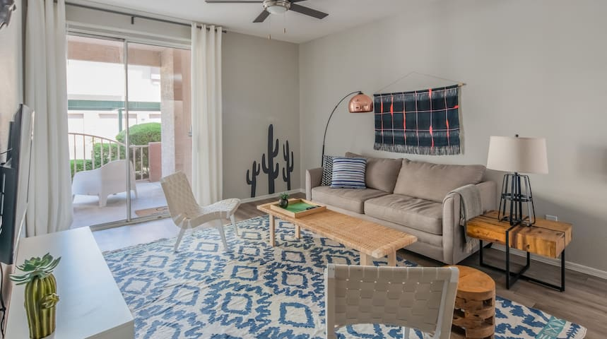 Luxe 2BR in Downtown Phoenix #148 by WanderJaunt