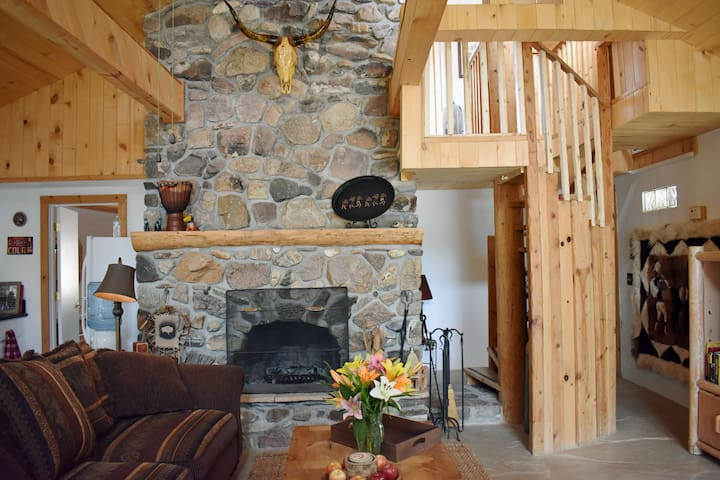 Death Valley Rustic Lodge 2bd/2ba Home w/ POOL