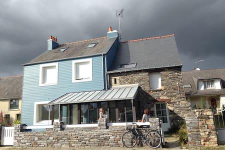 Maison bretonne typique et tranquille - La Chapelle-de-Brain