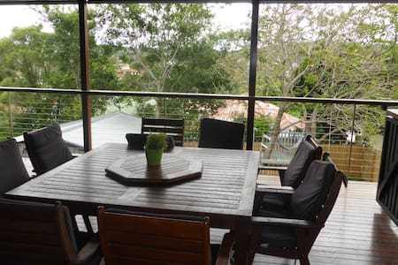 Rennovated post war home 6kms from Brisbane CBD - Holland Park West