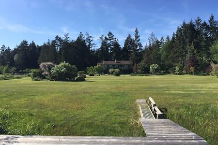 Nanaimo lake view/lake access house - Lantzville
