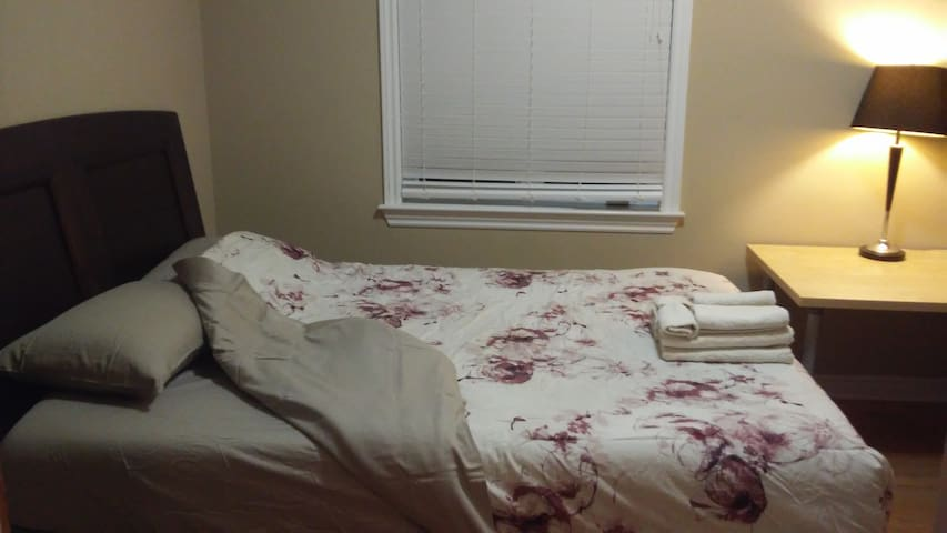 Clean/comfortable room in Ottawa West; room #3