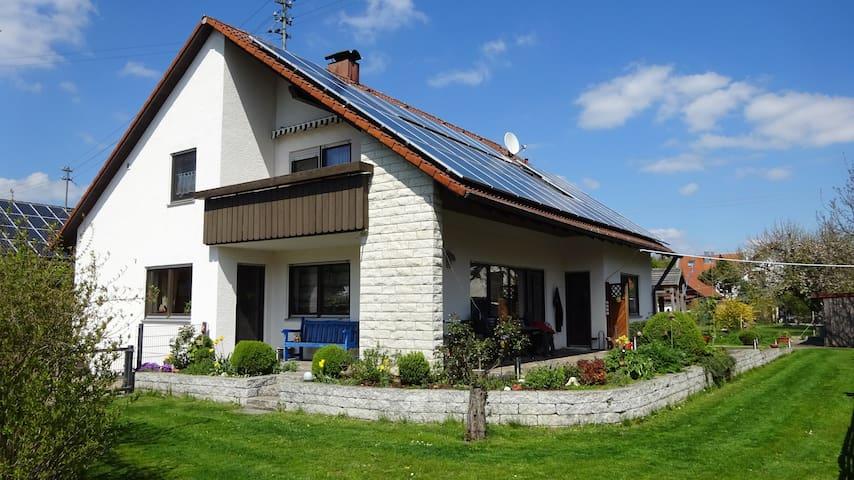 4-Sterne-Ferienwohnung Waldweg OG - Kötz bei Günzburg - Appartement en résidence