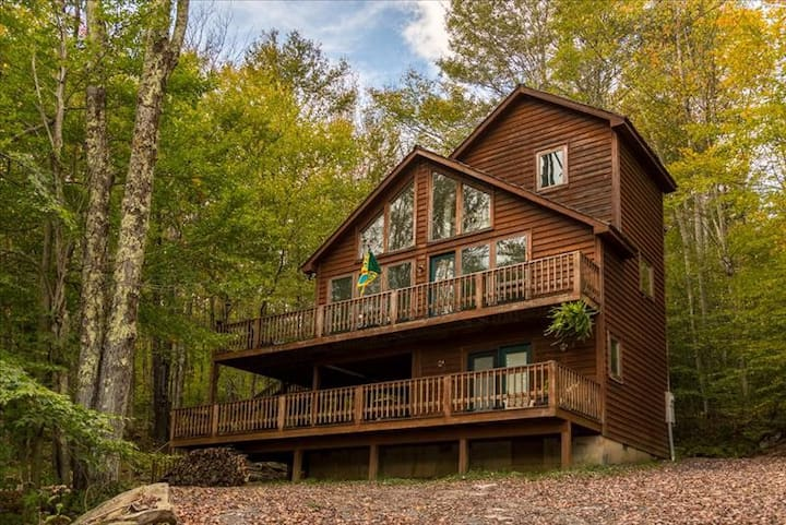 Private Romantic Getaway, Tucked in the woods! NP497