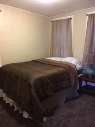 1 BR w/Queen, FIOS, TV, Kitchen Washer & Dryer