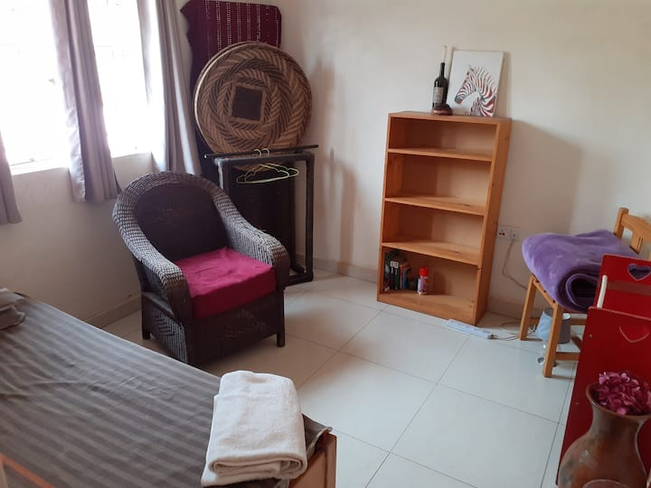 Females - 1 room near University Teaching Hospital