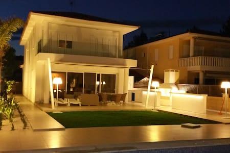 Paradise villa - Perivolia