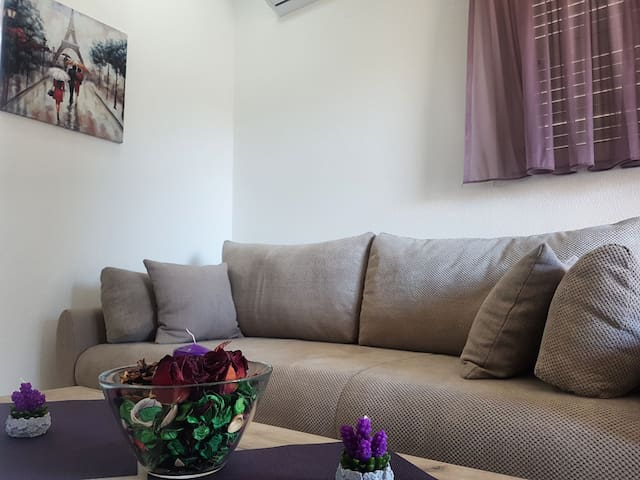 Castellastva Cozy Apartment in Petrovac
