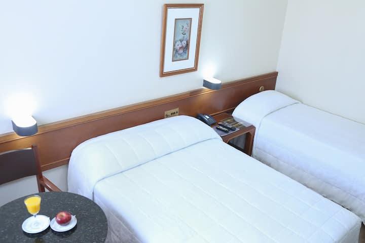 Apto Família, ótima localização e serviço de hotel