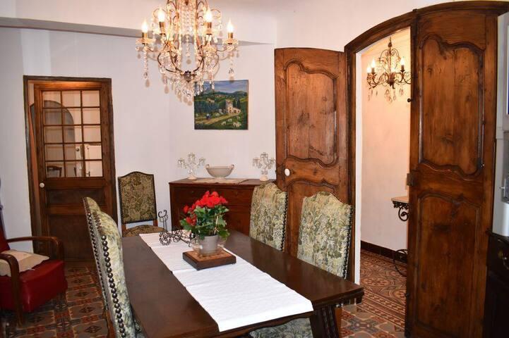 """""""La Bienvenue"""" Jolie maison de village provençale"""