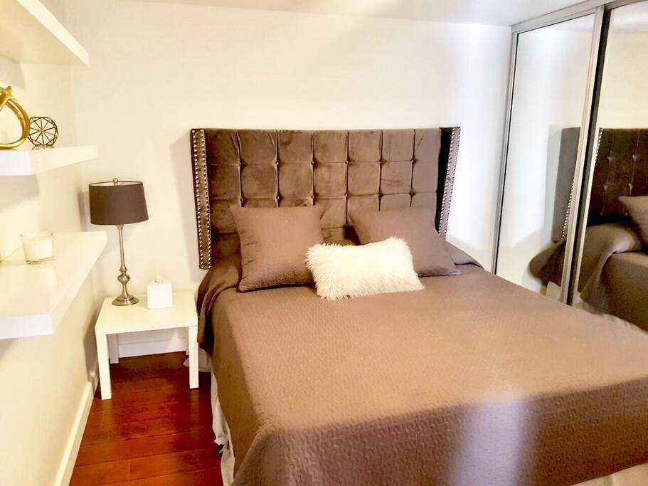 2 Fully equipped bedrooms with linens and pillows.