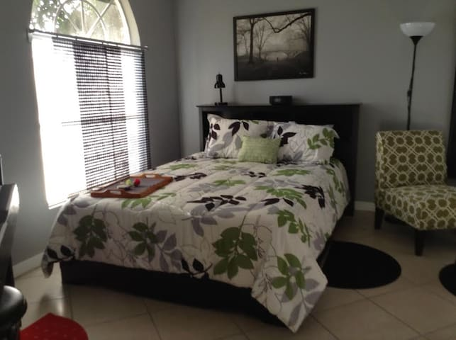 One Bedroom Paradise Cove Unit 7 - Englewood - Apartment