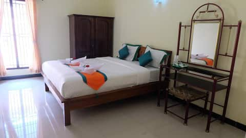 Simply Homy Guest House Tegal (4 bedroom Full AC)