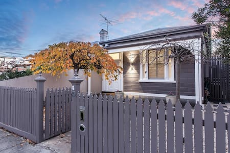 Skye Cottage - 'A Comfy Home Away from Home' - Prahran - Hus