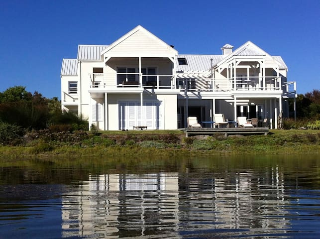 Beautiful 6 bedroom house in perfect location - Knysna - House