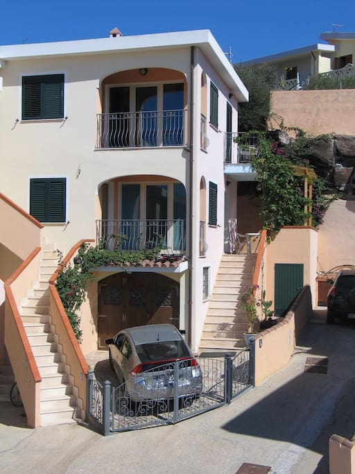 Townhouse on three levels. Private parking inside the property.