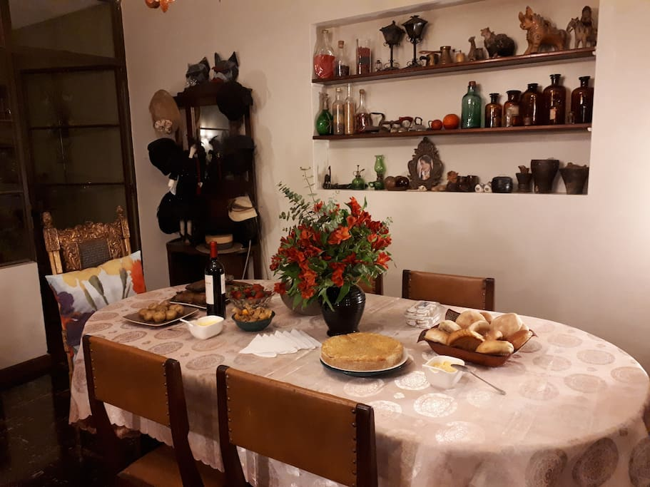 Johanna is a great cook and a incurable collectionist of antiques and art objects.