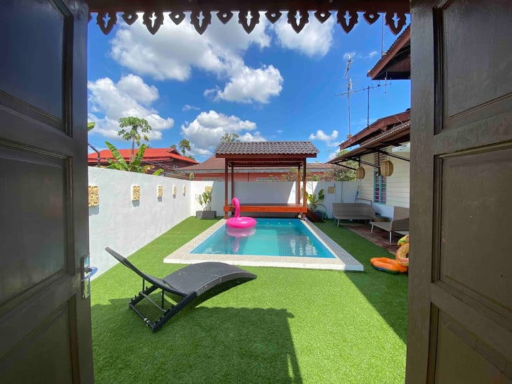 PRIVATE POOL-Rumah Tangga Merah