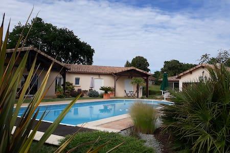 Gîte 55 m2  piscine, SPA ,sauna sur parc de 5000m2