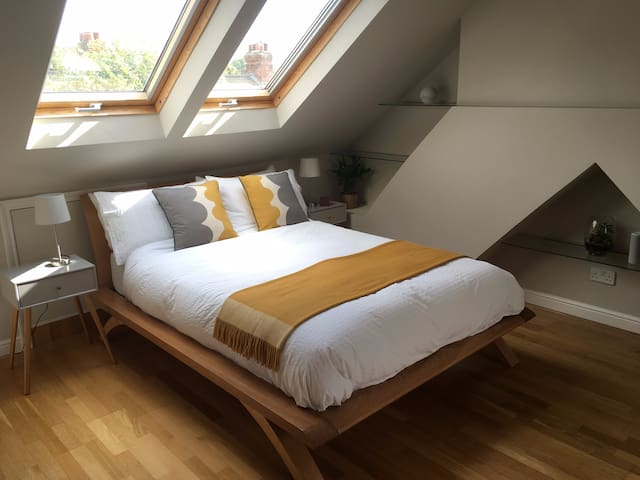Old Town Loft Suite Ideal for Business Guests