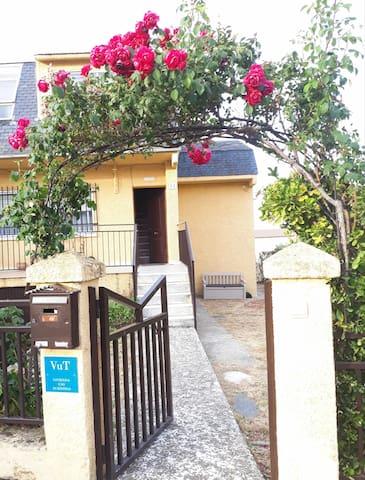 """""""Villa Alameda""""Chalet con garaje y jardín."""