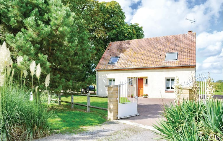 Holiday cottage with 4 bedrooms on 90m² in Saigneville
