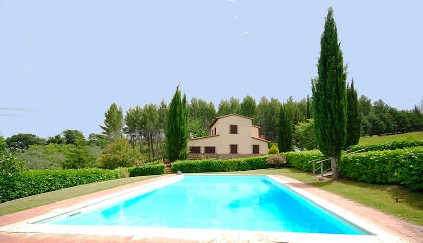 Country house with private pool,pets allowed