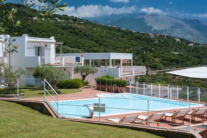 cozy apartment with shared pool just 150 meters from the sea!