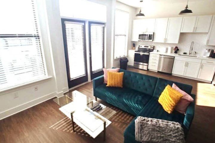 Stay Downtown | 2BR+Free Parking | 501 5th Ave S