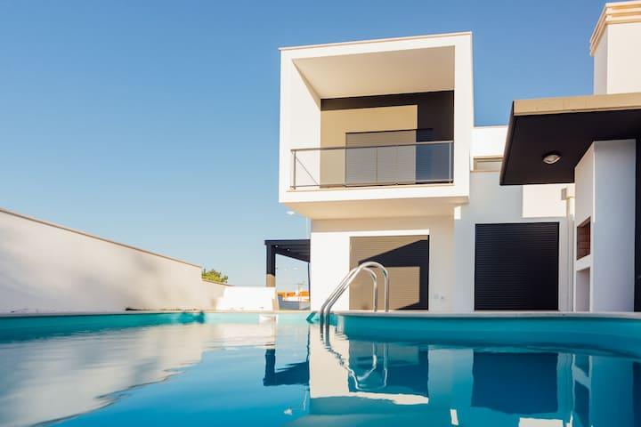 Family House | V3 | Pool and private garden - Salir do Porto - Hus