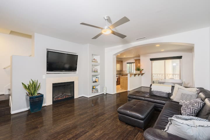 Open plan, lounge & dining area