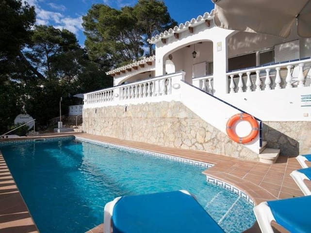 Pool and Balcony with Panoramic View - Villa Los Pinos
