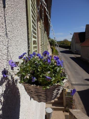 La Mairie, knusse vakantiewoning/gite - Ternant - Casa