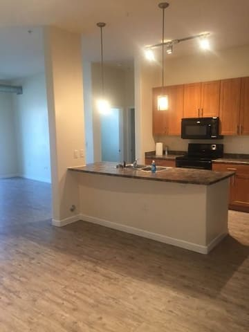 Bright&peaceful with full high end amenities!