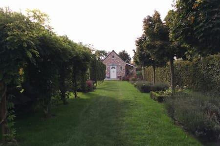 La Moutonnerie gîte - Rumes - Hus