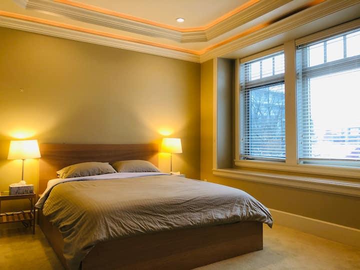 Luxury & Quiet Room with Private Bathroom